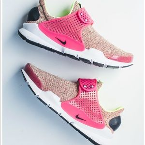 "Women's NIKE Sock Dart in ""hot punch"""